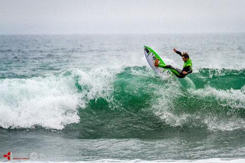 camille-top-turn-surf.jpg